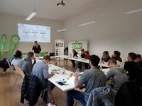 Prof. Dr. Dirk Schwarzer erklärt die Aufgabenstellung