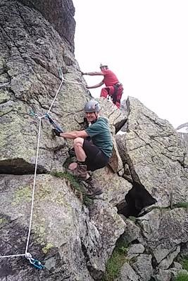 Neu angelegter Übungsklettersteig am Hüttenfels